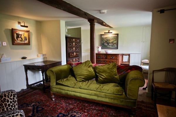 Pond Cottage lounge